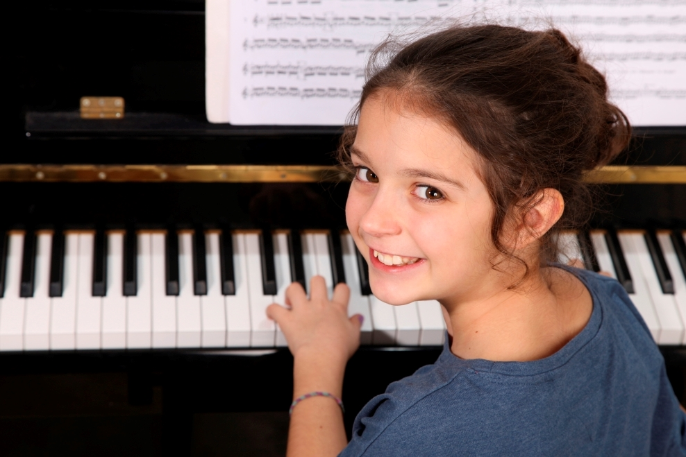 how to teach a child to play piano